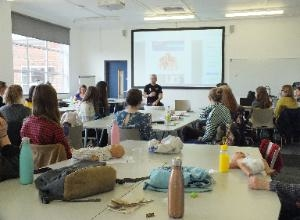 Teaching Oxford Brookes University Midwifery Students  Postural Techniques During Birthing Positions